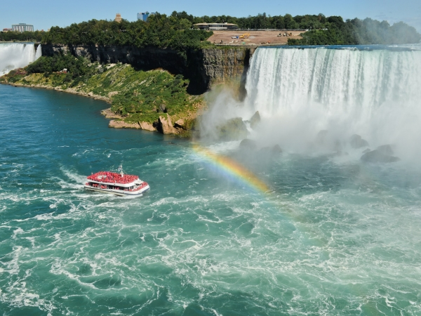 things to do at Niagara Falls - Hornblower Cruise