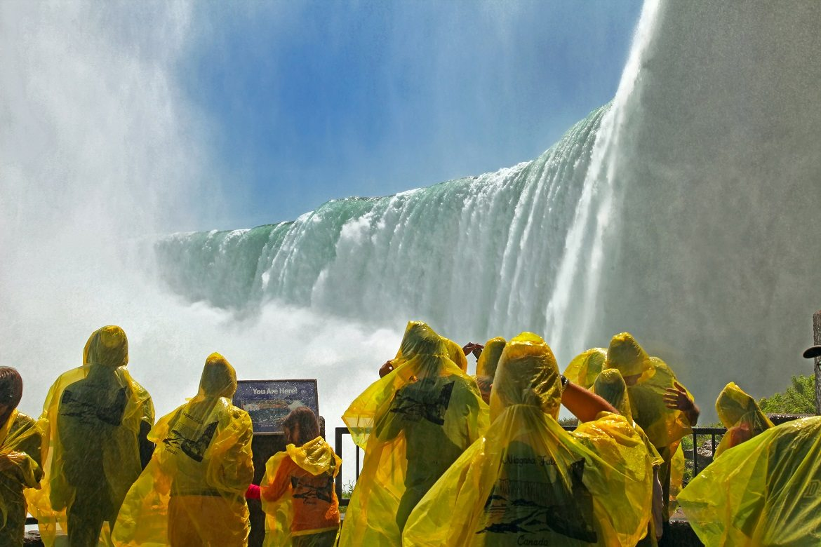 niagara-falls-with-people-gallery